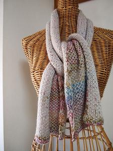 カウチン編みのカラフルマフラー